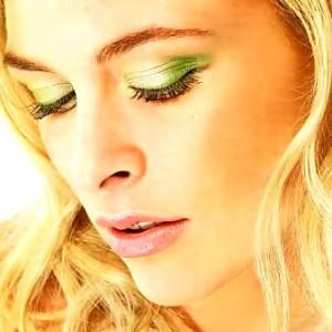 как накрасить глаза зелеными тенями