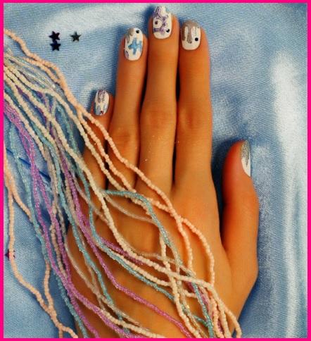 рисунок на белых ногтях