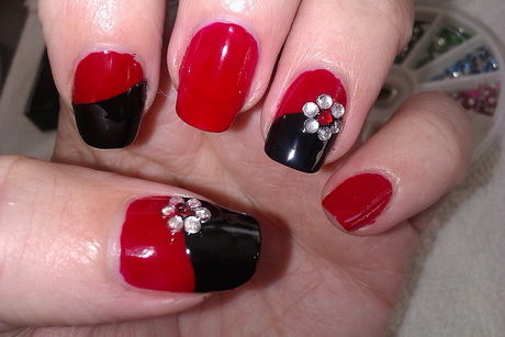 red-and-black-nail-designs10