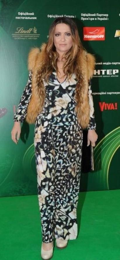 Наталья Могилевская в платье-макси