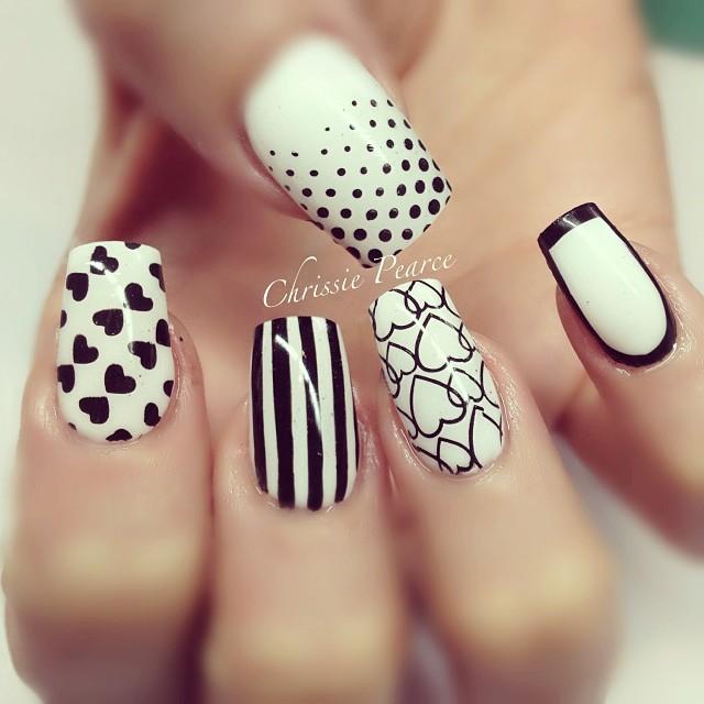 black-and-white-manikyr