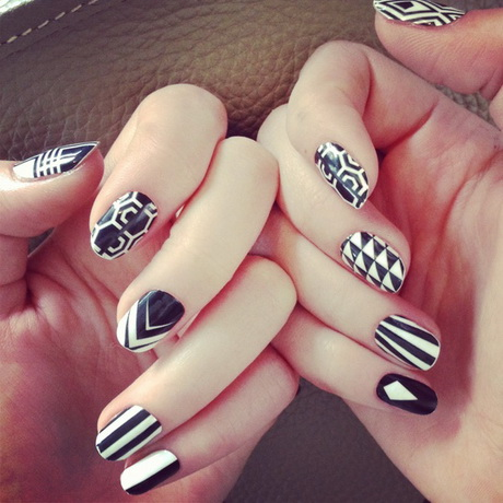 black-and-white-manikyr8