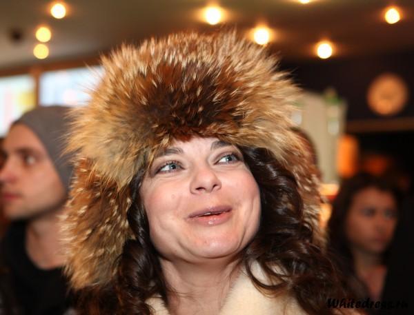 Наташа Королева в шапке ушанке