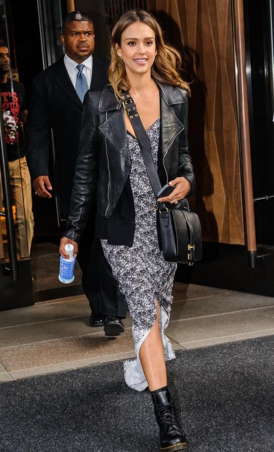 Джессика Альба в платье-макси